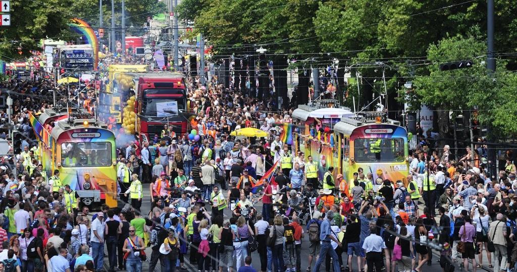 regenbogenparade-2014-ringstrasse-19to1-1