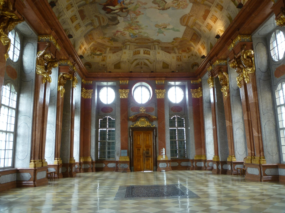 Stift_Melk_Marmorsaal_1.jpgwikipedia